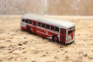 HO-scale-Pacific-Electric-plaster-White-bus-model