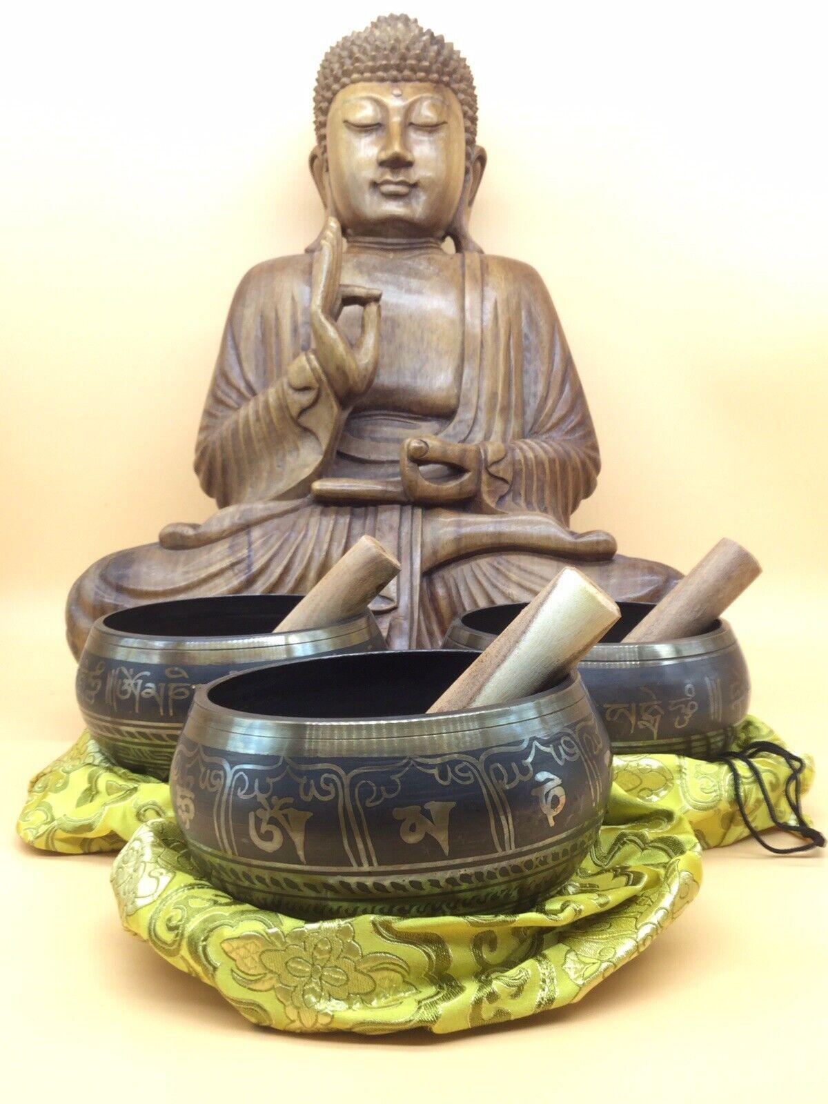 3 Tibet. Klangschalen als Set aus Nepal, handgefertigt u. geschwärzt, 2817 g