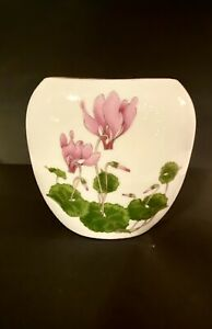 "Vintage White Oval Flat Vase Hand Painted 5"" wide x 4"" high.  Otagiri ~JAPAN"