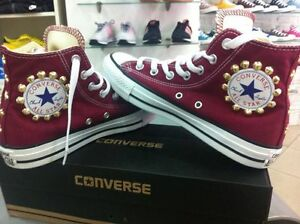 converse con borchie bordó