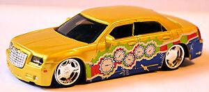 Chrysler-300C-6-1-Hemi-V8-SRT8-2005-10-Rue-Tuners-metallique-or-1-43-Bburago