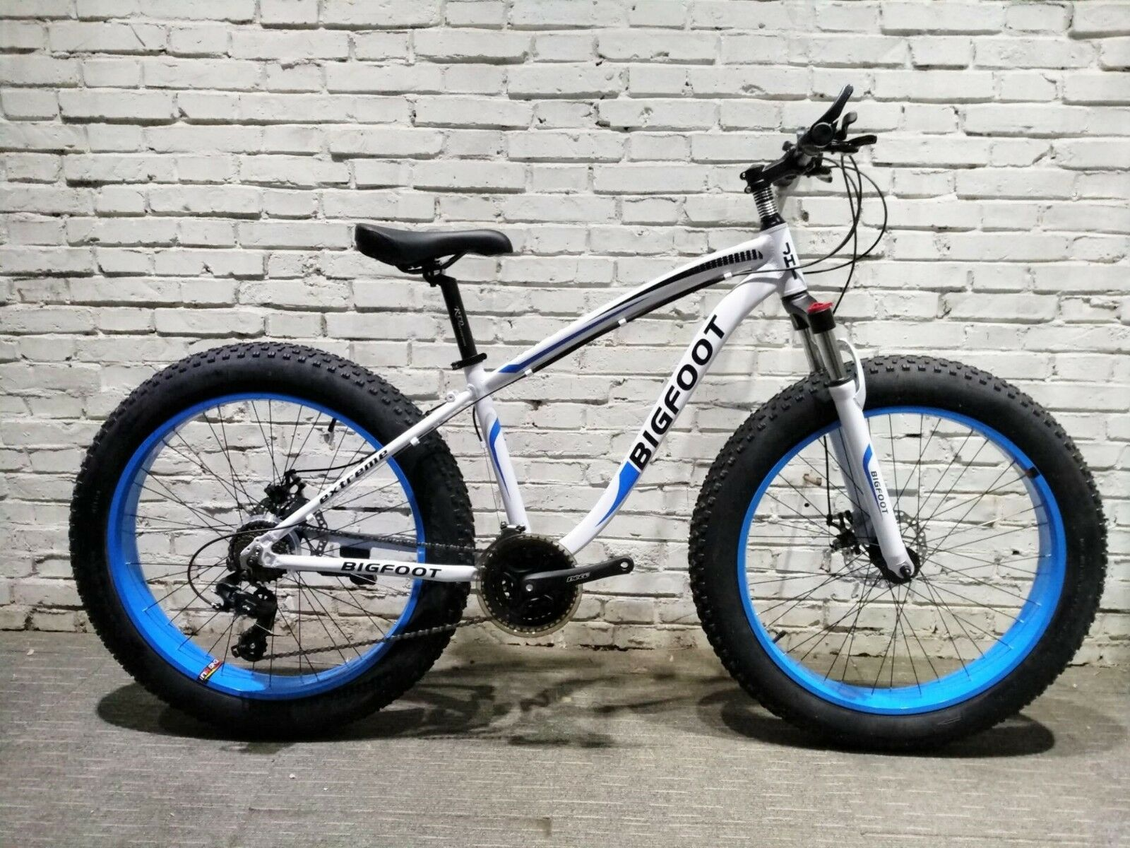 Fat Bike JHI  Bigfoot  Extreme 26  X 4  wheels Bicycle with 21 Shimano Gears