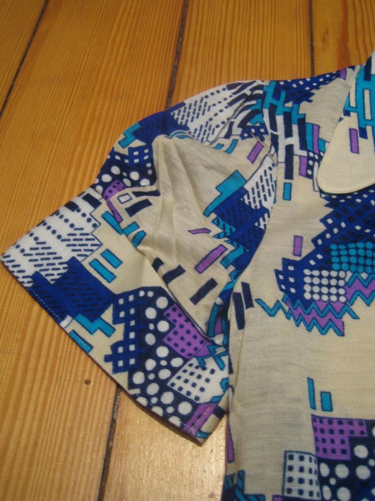 Shirt Oberteil langer Kragen purple blue türkis 70s True Vintage 70er OVP NOS