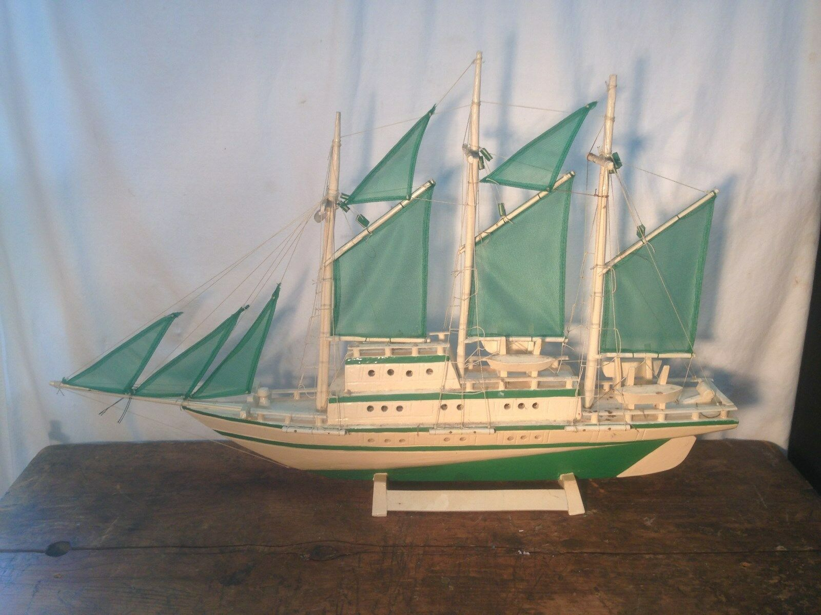 Vintage lg Pond Boat verde Wave Hand  Made in the Philippines 31in long in orig