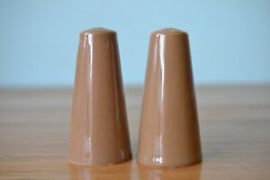 Mid-century-brown-tan-ceramic-salt-amp-pepper-shakers-3195