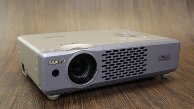 SANYO PLC-XU48 3000 LUMEN XGA HD LCD PORTABLE MEDIA PROJECTOR - SUPER LOW USE!!