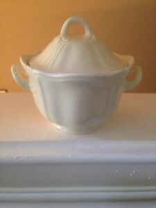 Wedgwood-Queens-Shape-Sugar-Dish-with-Lid