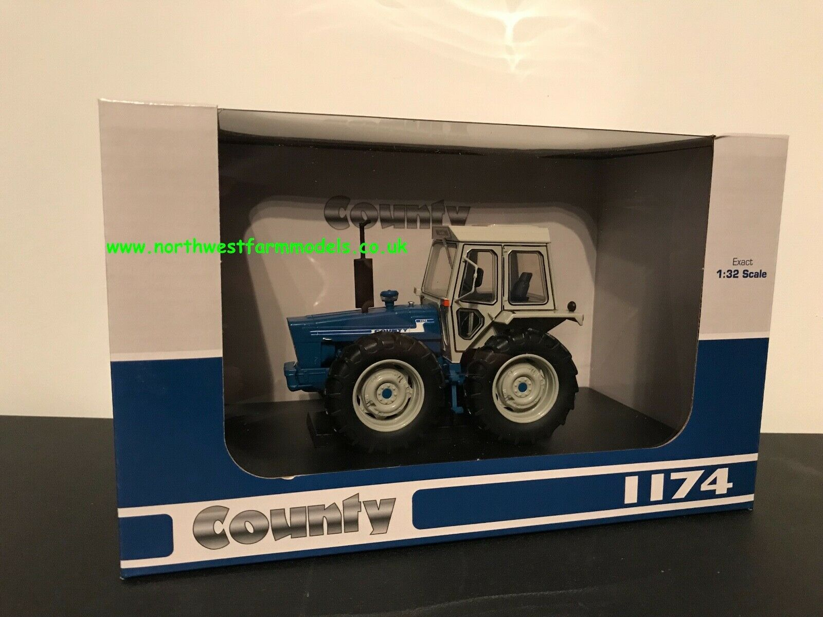 UNIVERSAL HOBBIES 5271 1 32 32 32 SCALE COUNTY 1174 OUT NOW 940358