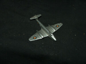 Dinky-70e-Gloster-Meteor-Plane