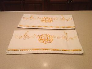 Vintage-Pillowcases-Set-Of-2-Embroidered-Golden-Yellow-Flowers-Crochet-Edges