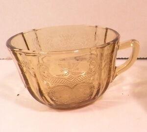 Vintage-Amber-Madrid-Depression-Glass-6-Cups-Federal-Glass