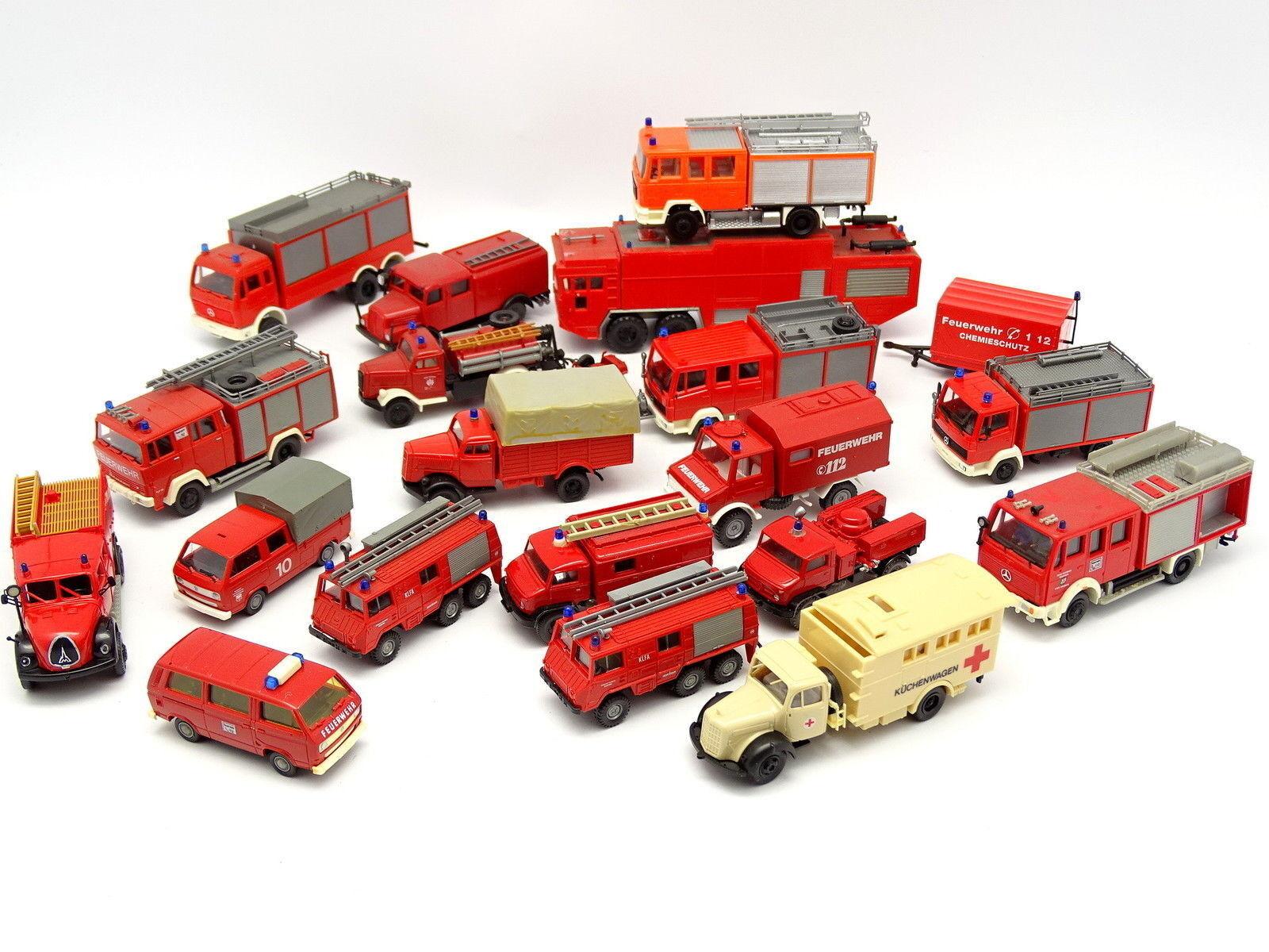 Divers 1 87 HO - Lot de 20 véhicules Pompiers Feuerwehr   VW Mercedes Magirus
