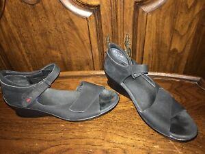 Closed Back Wedge Sandals Size EU 41