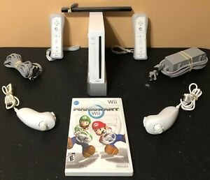 Nintendo-Wii-Console-System-Bundle-Mario-Kart-2-Controllers-Nunchuks-Tested