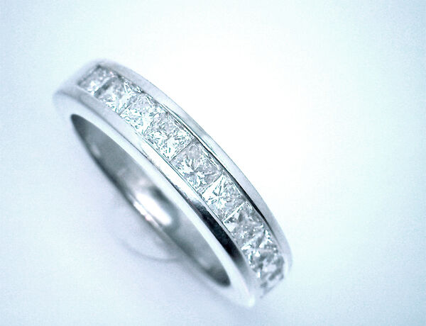 $2500 Nice 1 Carat Princess Cut Diamond 14K White Gold Band with 10 Diamonds.