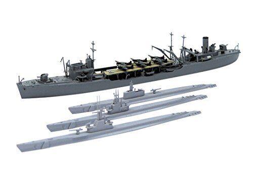 Aoshima Limited Oil Supply Ship Hayasui & U.S.s.Submarine blueefish Model Kit