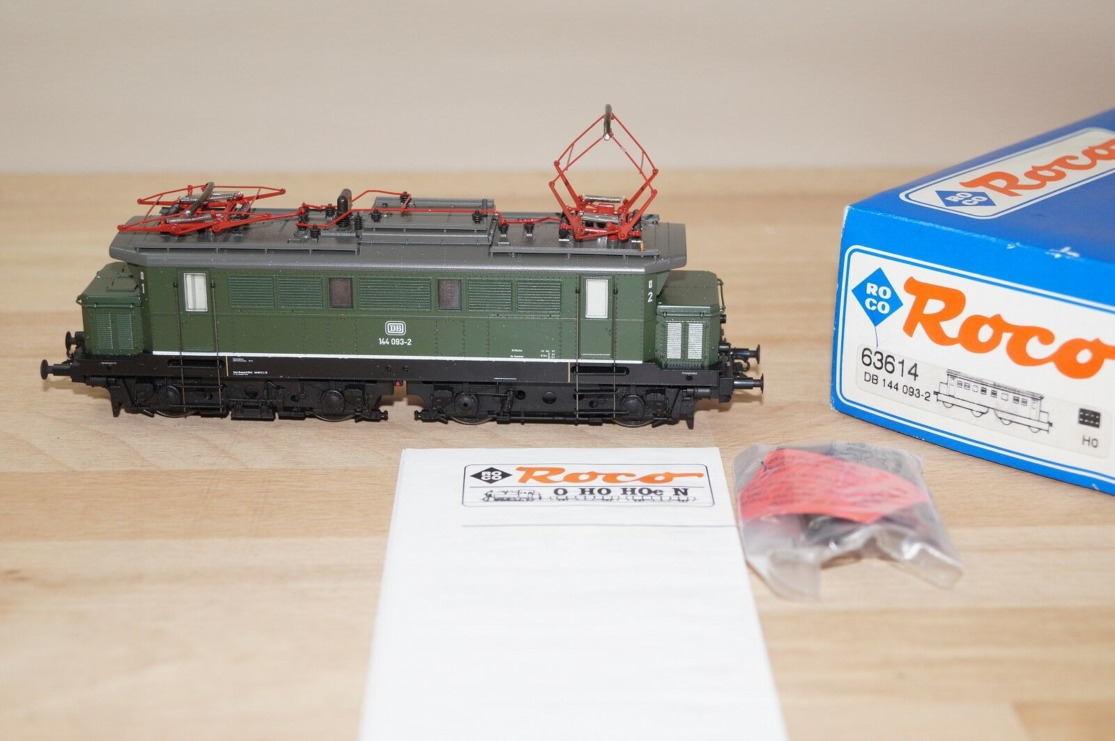 Roco 63614 DB electric locomotive BR 144 093-2 IN GREEN EMB. orig (A)
