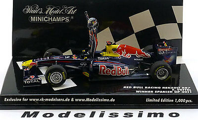 1:43 Minichamps Red Bull Renault RB7 GP Spain Vettel 2011 with figure