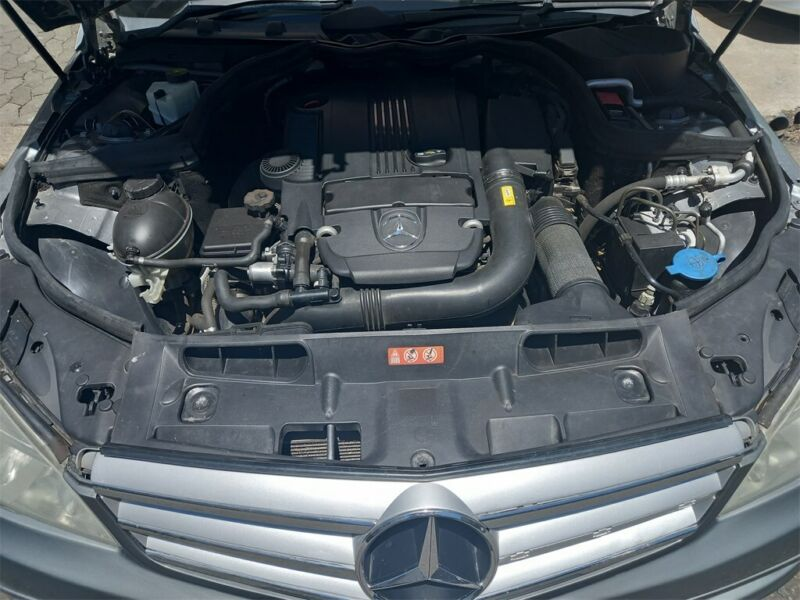 Mercedes-Benz C 180 CGI Estate BlueEFFICIENCY Classic, Silver with 82000km, for sale!