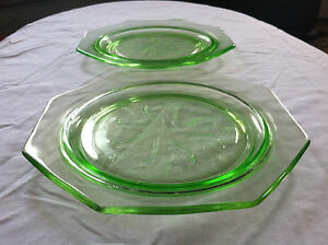 RARE-Set-of-2-Vintage-GREEN-DEPRESSION-GLASS-Octagon-Plates-U-S-Glass-Company