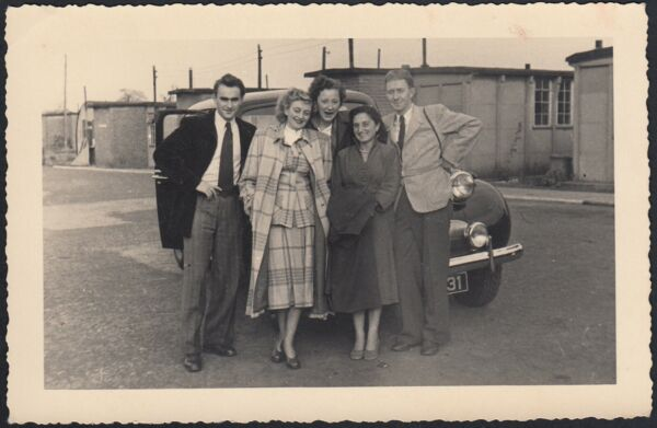 100% Vero Yz7071 England 1952 - Retford - Portrait Of Friends - Fotografia D'epoca - Photo Una Grande Varietà Di Merci