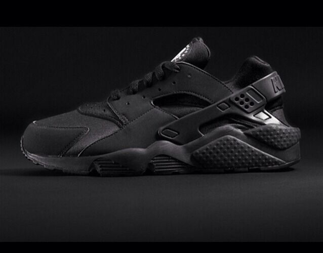 Nike Air Huarache Black LE, Limited Edition, Size 8.5 UK Triple Black    Rare