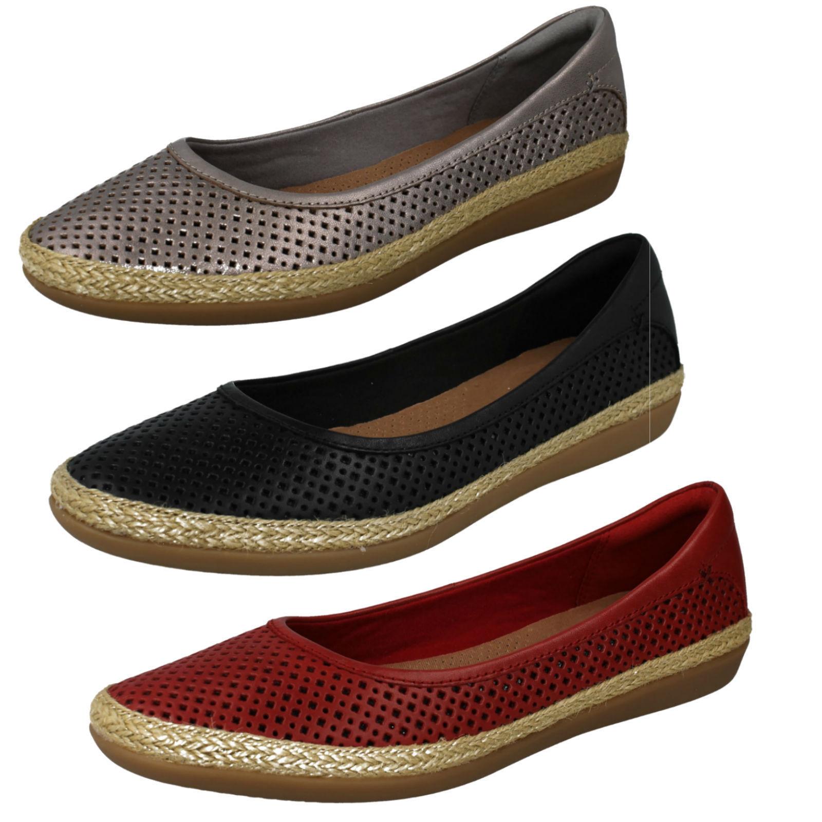 Damas Clarks Danelly Adira Cuero Inteligente Resbalón Resbalón Resbalón en Zapatos D Ajuste  buscando agente de ventas