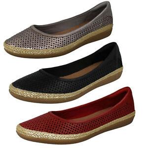 Femmes Clarks Danelly Adira cuir chic chaussures à enfiler largeur d