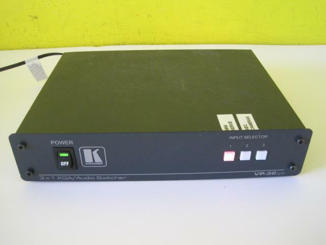 KRAMER VP 32 XLN AUDIO 3 X 1 VGA / SWITCHER VP32XLN W/ AC CORD USED WORKS GREAT