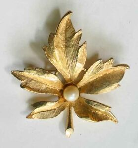 Delicate classic gold tone 1960s pearl flower brooch with textured leaves
