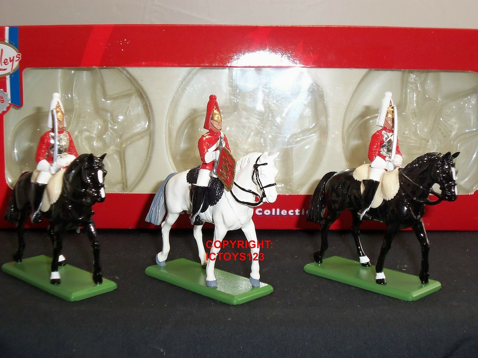 BRITAINS 41061 HAMLEYS LIFEGUARDS WITH SWORD + TRUMPETER MOUNTED TOY SOLDIER SET