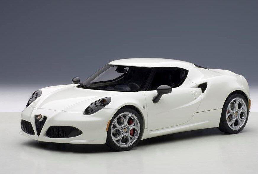 70188 bilAR1 18 Alfa Romeo 4C Metallic vit