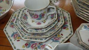 Fine-China-Dinnerware-set-Marquis-by-FASHION-MANOR-service-8-Gold-trim-Beautiful