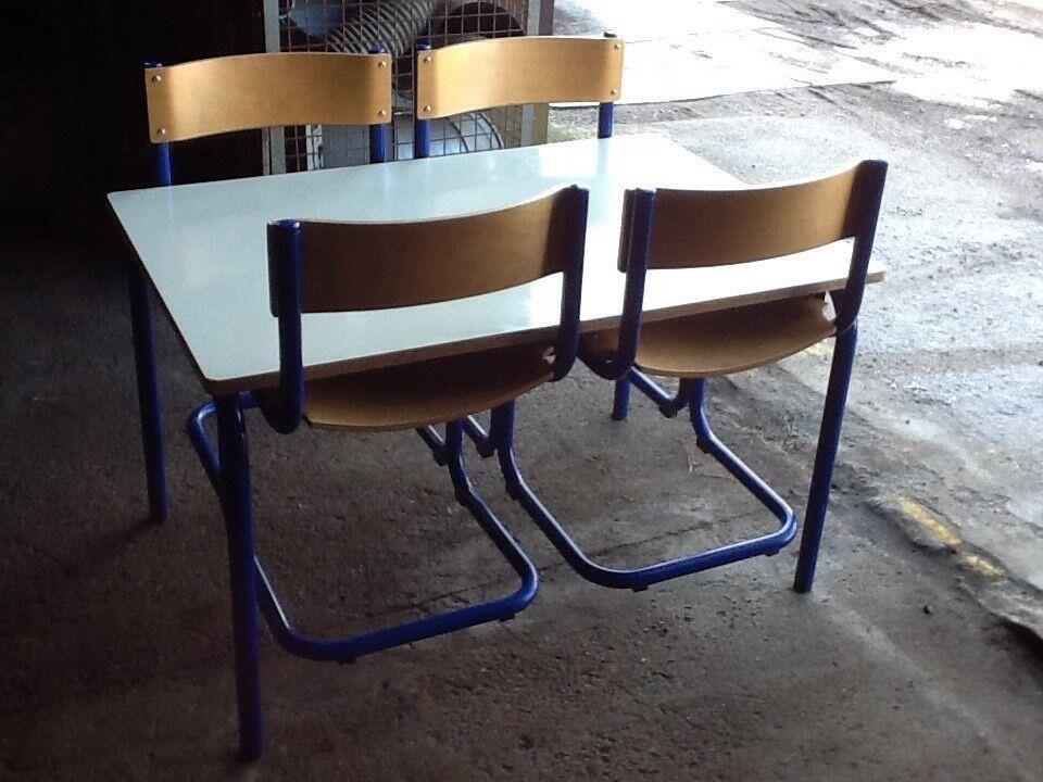 Kantinemøbler 1 bord + 4 stole