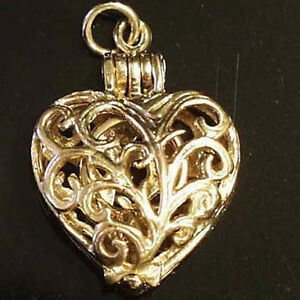 14k gold vintage FILIGREE HEART w RING charm OPENS