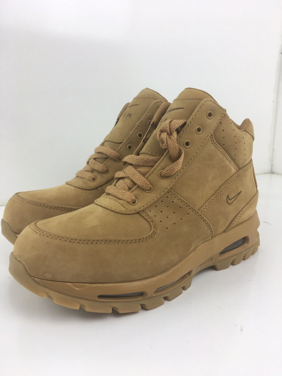 Brand New Mens Sz 8 Nike Air Max Godame QS 886991-220 ACG  Wheat  Hiking Boots