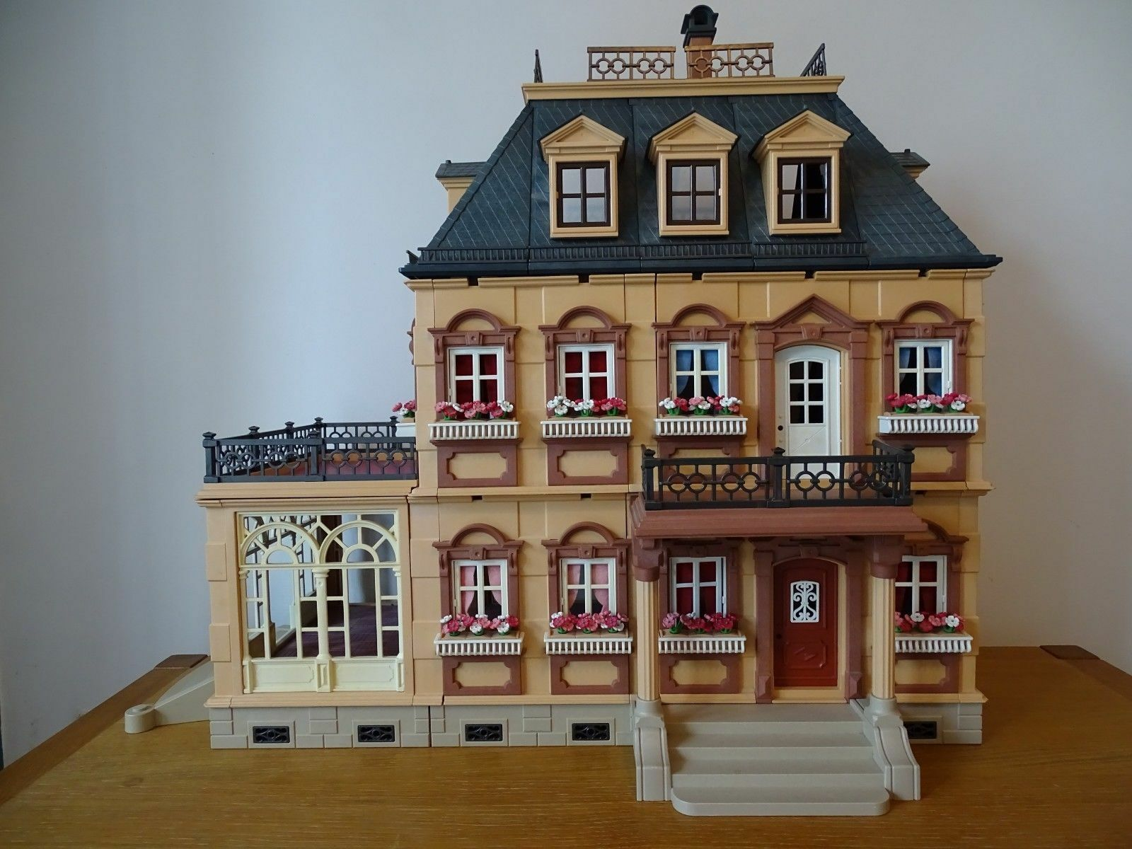 Vintage Playmobil 5300 Victorian Mansion House plus figures and furniture