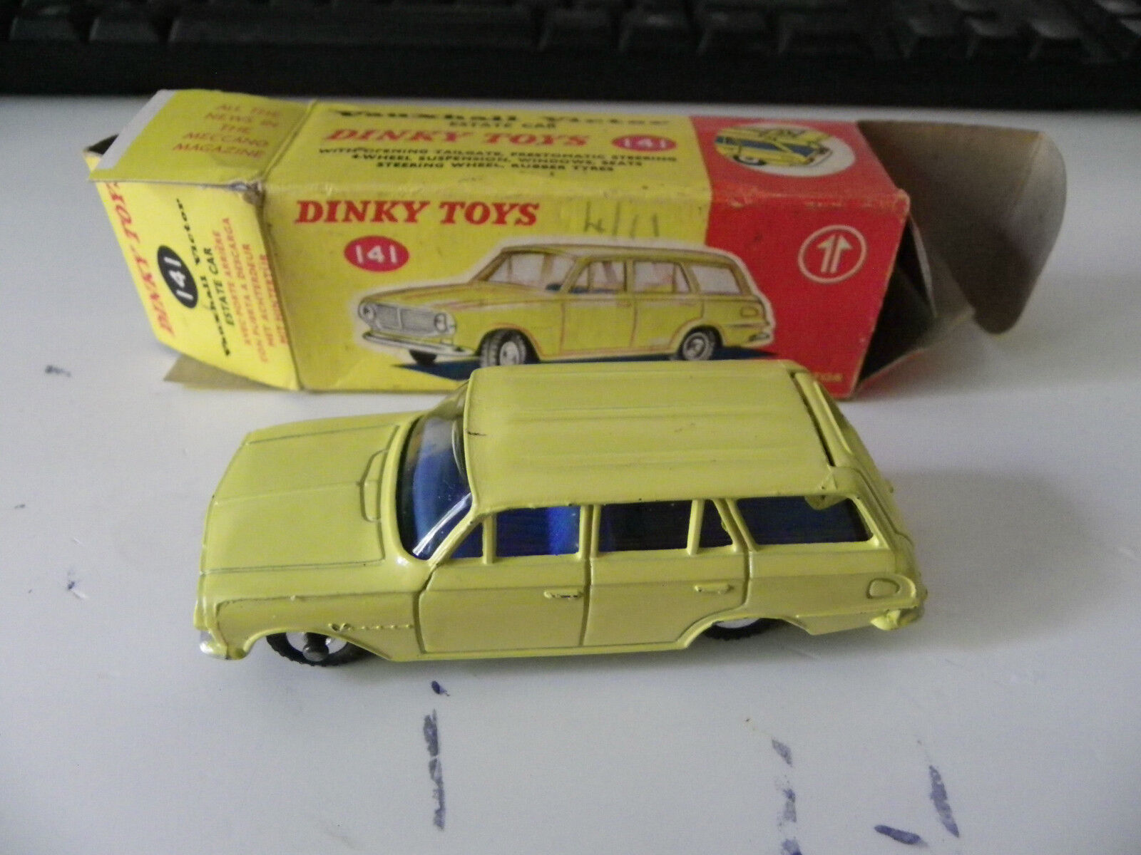 SUPERBE DINKY TOYS VAUXHALL VICTOR ESTATE réf 141 ORIGINE BOXED