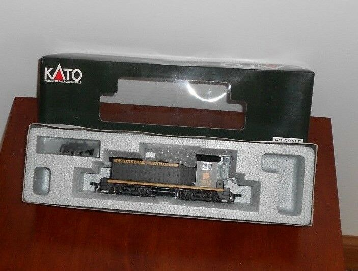 KATO HO SCALE   37-103 CANADIAN NATIONAL EMD NW2 PHASE I DIESEL ENGINE  7912 NIB