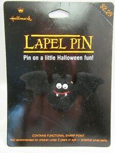HALLMARK-HALLOWEEN-Lapel-Pin-1989-Fuzzy-Bat