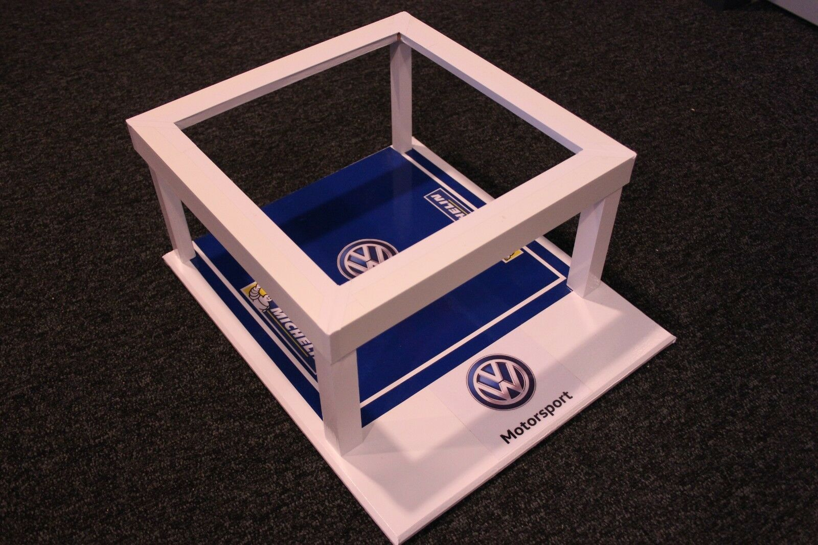 QSP Diorama 1 18 Volkswagen Motorsport Rally Service (comes without car) type 1
