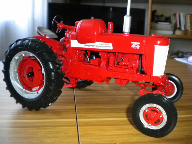 Model Traktor Farmall 450 Skala 1 16 Spec Cast