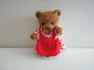 Simba-Baerenwald-Baer-Frau-weisses-Kleid-rotes-Blumenmuster-rote-Schuerze-11-cm
