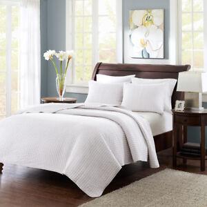 Beautiful Classic Modern Pattern Textured White Quilt Set New Queen