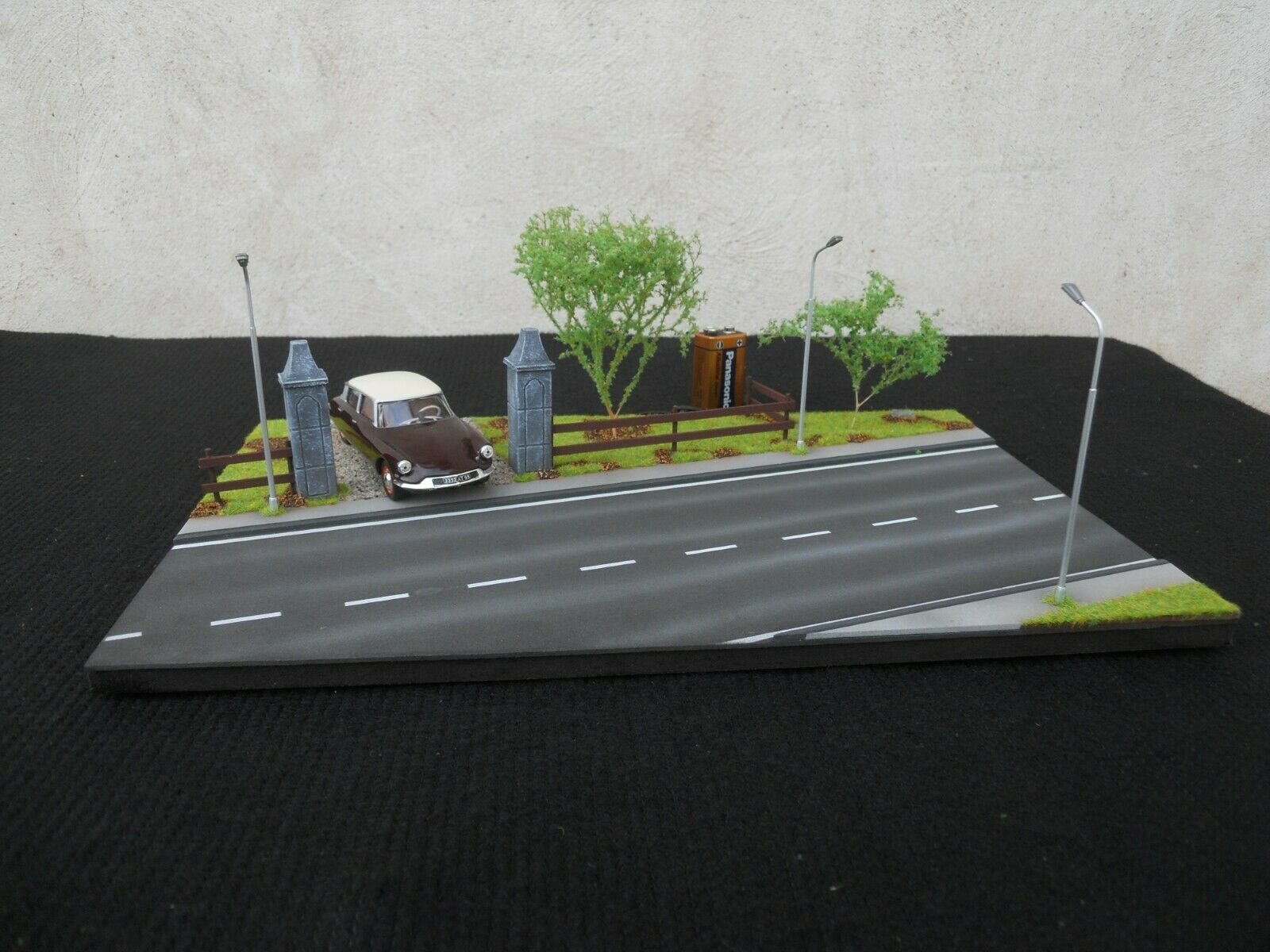 DIORAMA VEHICLES 1 43 INPUT PROPERTY WITH LIGHTING DIMENSIONS 34 cm X 22 cm