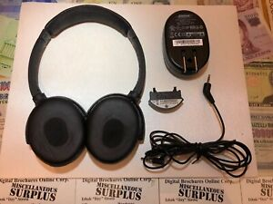 Bose Quiet Comfort 3 QC3 Acoustic Noise Cancelling Headphones without chargers