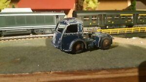 Dinky-Toys-jouet-ancien-tracteur-Panhard-vehicule-miniatures