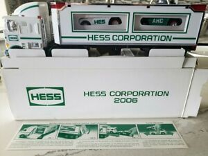 Hess 2006 Nyse Hess Truck With Racers Rare Ultra Mint Working Light Ebay