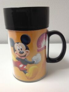 mug plastique avec couvercle mickey disneyland resort paris walt disney studio ebay. Black Bedroom Furniture Sets. Home Design Ideas