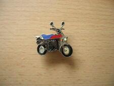 Pin Anstecker Suzuki PV 50 / PV50 rot/blau Motorrad Art. 0485 Spilla Moped